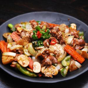 Legume la wok cu susan