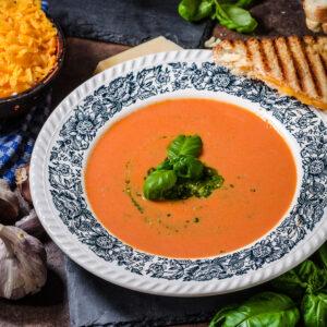 Supa crema de rosii cu busuioc
