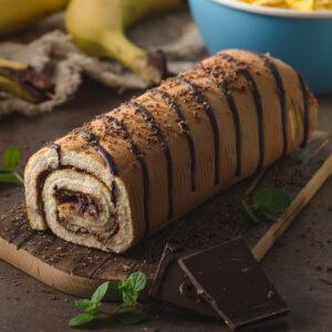 Ruladă de casă cu ciocolată și banane